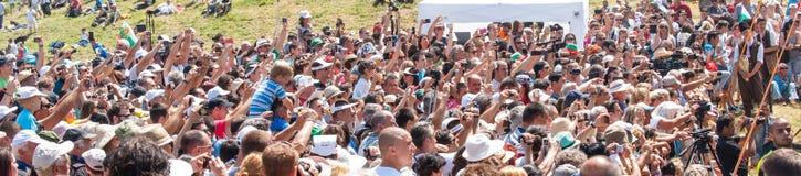 Gli spettatori fotografare al festival Rozhen 2015 Immagine Stock