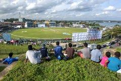 Gli spettatori godono della vista della seconda partita amichevole fra lo Sri Lanka e l'Australia fotografie stock libere da diritti