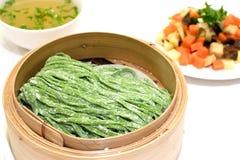 Gli spinaci cinesi hanno infuso le tagliatelle tirate Immagini Stock Libere da Diritti