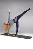 Gli sport di yoga della donna indossano l'atleta della raccolta di salute di forma fisica della palestra Fotografia Stock