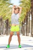 Gli sport equipaggiano l'allungamento del riscaldamento del muscolo Immagine Stock