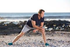 Gli sport equipaggiano l'allungamento fuori Fotografie Stock