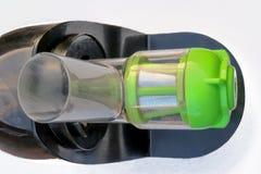 Gli spremiagrumi elettrici della cucina nera e di verde fotografia stock