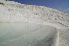 Gli stagni di acqua a terrazze del carbonato di calcio di Pamukkale, Fotografia Stock Libera da Diritti