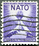 GLI STATI UNITI - 1952: Torcia di libertà e del globo Fotografie Stock
