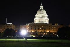 Gli Stati Uniti Campidoglio che costruisce alla notte Fotografia Stock Libera da Diritti
