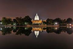 Gli Stati Uniti Campidoglio in Washington DC alla notte Fotografie Stock Libere da Diritti