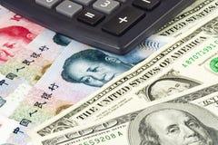 Gli Stati Uniti e valuta cinese Fotografia Stock Libera da Diritti