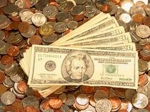 Gli Stati Uniti fatturano i quarti dei penny delle monete da dieci centesimi di dollaro delle monete fotografia stock libera da diritti
