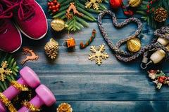 Gli stili di vita sani e attivi di forma fisica, amano il concetto, teste di legno, Fotografia Stock Libera da Diritti