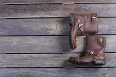 Gli stivali degli uomini di cuoio marroni di alta moda Fotografie Stock