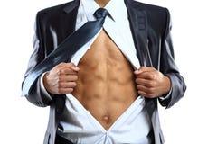 Gli strappi dell'uomo di affari aprono la sua camicia in un eroe eccellente Immagini Stock
