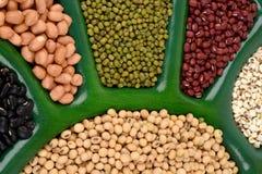 Gli strappi di Ob', fagioli della soia, fagioli rossi, fagioli neri, arachide e fagiolini Fotografia Stock