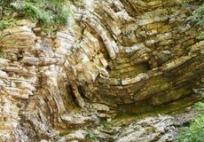Gli strati piegati della roccia Fotografia Stock