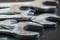 Gli strumenti d'acciaio della chiave per la fine di riparazione su Fotografie Stock