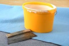 Gli strumenti di un pavimento mette a strati Fotografia Stock