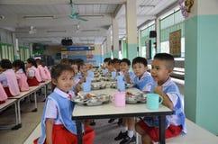 Gli studenti della Tailandia mangiano Fotografia Stock Libera da Diritti