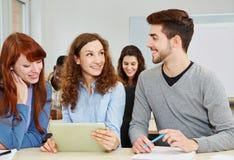 Studenti con il computer della compressa Fotografia Stock Libera da Diritti