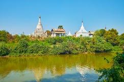 Gli stupas antichi del monastero buddista, Ava immagine stock libera da diritti