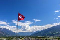Gli svizzeri diminuiscono sopra le alpi in Svizzera Fotografia Stock