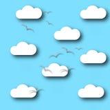 Gli uccelli delle nuvole del modello del fondo del cielo volano Immagine Stock