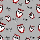 Gli uccelli rossi senza cuciture dei gufi modellano il fondo con gli archi immagini stock libere da diritti