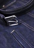Gli uomini allacciano con le blue jeans Fotografia Stock
