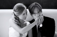 Gli uomini bacia la mano della ragazza Fotografia Stock