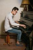 Gli uomini che giocano il piano Fotografie Stock