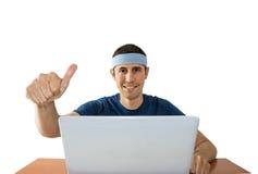 Gli uomini con i pollici aumentano online la scommessa Immagine Stock Libera da Diritti