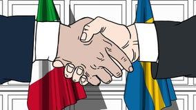 Gli uomini d'affari o i politici stringono le mani contro le bandiere dell'Italia e della Svezia Riunione o cooperazione ufficial illustrazione di stock