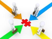 Gli uomini d'affari trovano la soluzione comune Immagini Stock Libere da Diritti