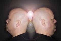 Gli uomini profilano con lightbul Immagini Stock
