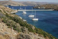 Gli yacht sono bella laguna nel giorno di estate soleggiato Fotografie Stock