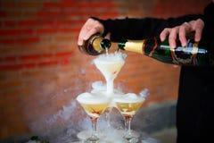 Glid Champagne Glasses Arkivfoton