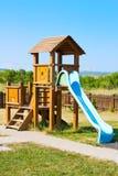 Glid för ungarna på lekplatsen arkivbilder