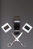 Glid, omsvängningsfilmen och sax med kopieringsutrymme Arkivbild