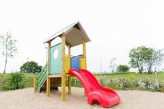 Glid på lekplats utomhus Royaltyfri Bild