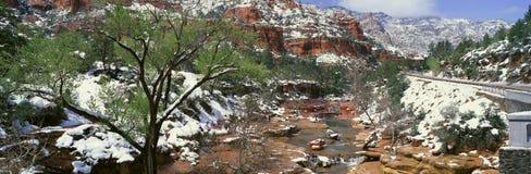 Glid Rock Creek i vintertid, Sedona, Arizona royaltyfri foto