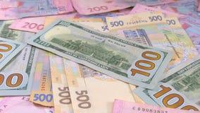 Glidarepengar på tabellen valörer Dollar och Hryvnia lager videofilmer