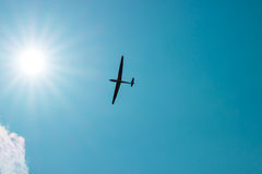 The glider gliding in the blue sky Royalty Free Stock Photography