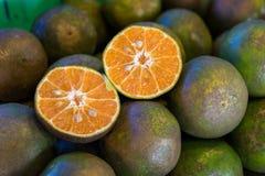 Glidet av orange frukter royaltyfri fotografi