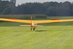 Glidflygplan i landning Arkivfoton