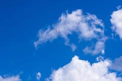 Glidflygplanet himmel, fördunklar Arkivfoto