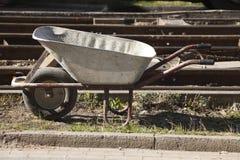 Glidning av vagnen på en konstruktionsplats royaltyfria foton