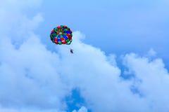 Glidning hoppa fallskärm royaltyfri foto