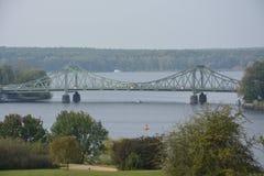Glienicke most między Berlin i Potsdam także dzwoniącymi szpiega most, obraz stock