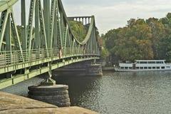 Glienicker bruge (brug van Spionnen) Duitsland Stock Foto
