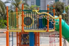 Glijbanen en speelplaatsen Speelplaatspark Stock Afbeeldingen