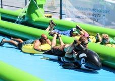 Glijd stads reuzewaterslide Royalty-vrije Stock Foto's